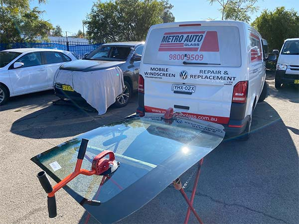 Here we are performing a windscreen replacement sydney